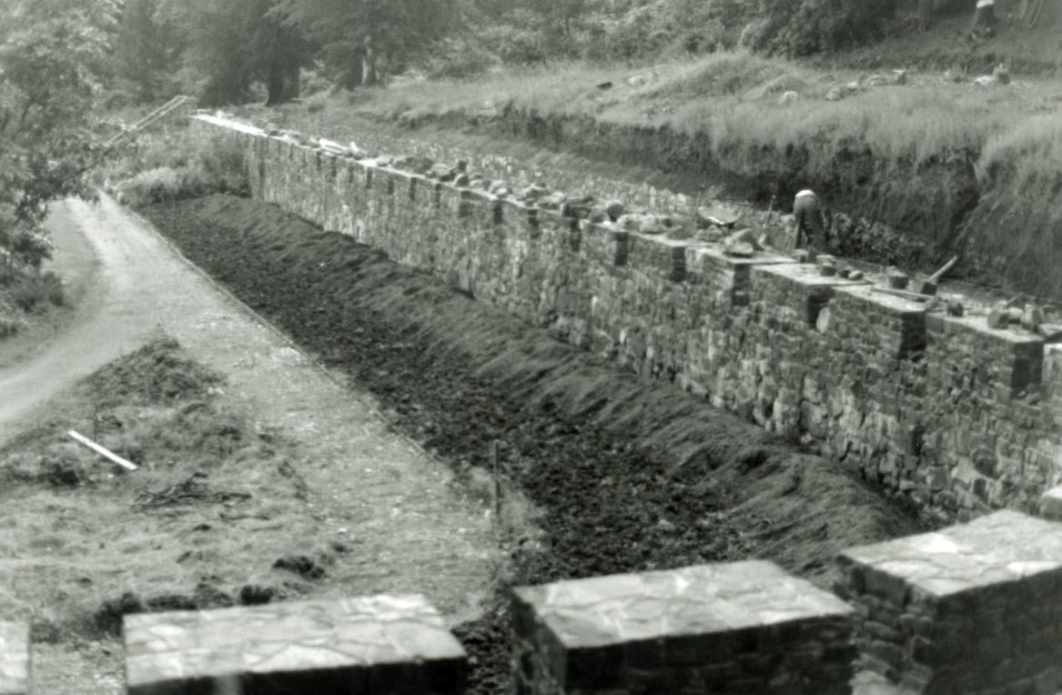 The 'Great Wall of Armadale' under construction